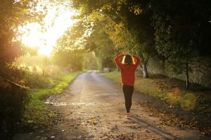 Wat kun je doen tegen steken in je zij bij het hardlopen?